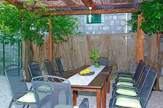 In the back of the house: outside dining area with bbq (next to the swimming pool)