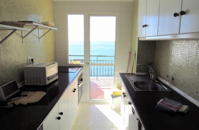 Vista de la cocina desde la entrada.