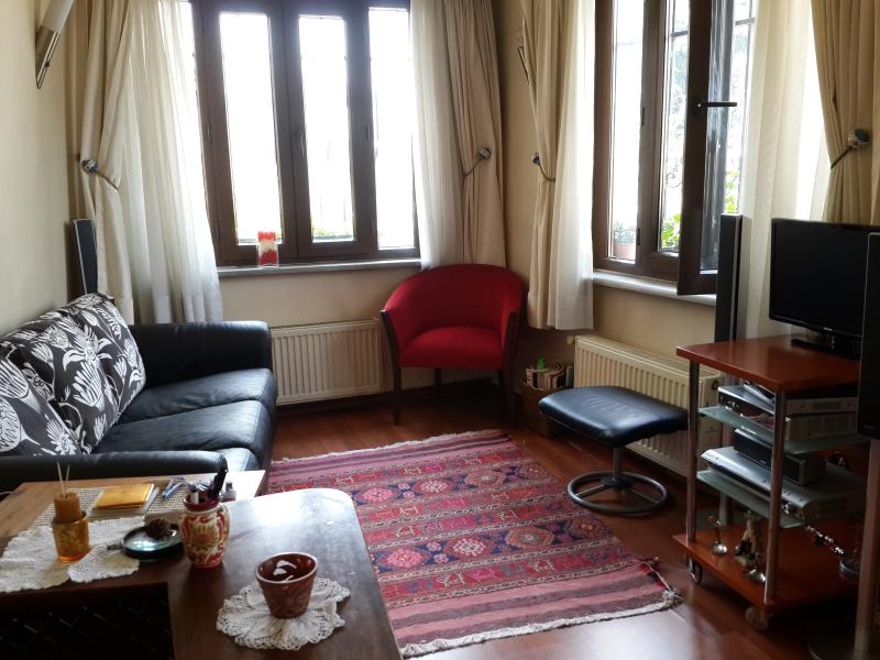 520 Years Old House-Center of Town, holiday rental in Maltepe