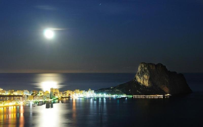 Calpe harbour by night