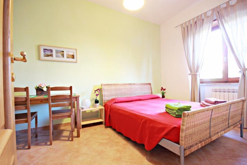 B&B Il Corbezzolo Ostia Antica - Prima colazione WI-FI e parcheggio gratuiti, vacation rental in Ostia Antica