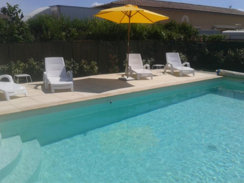 Les Chaises Jaunes - 3 bedroom house in Provence, vacation rental in L'Isle-sur-la-Sorgue