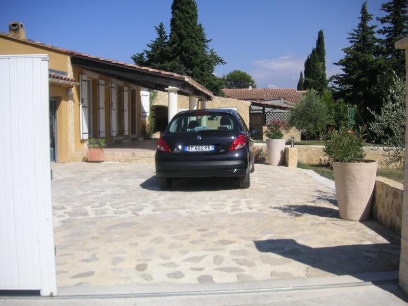 VILLA AVEC PISCINE SUR 1000 M2, holiday rental in Villedieu