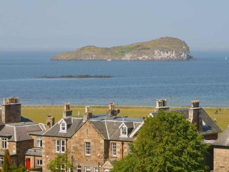 8 Royal Apartments, holiday rental in North Berwick