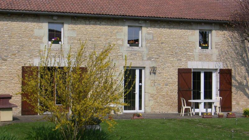 LA FERME DE CHEZ BERTHOLEAU, vacation rental in Vienne