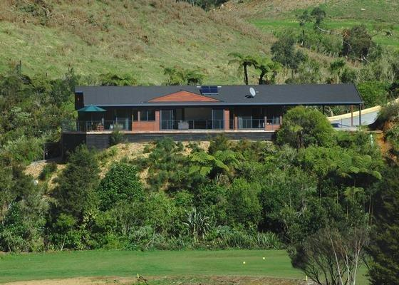 Luxury Escape Overlooking Golf Course, vacation rental in Bay of Islands