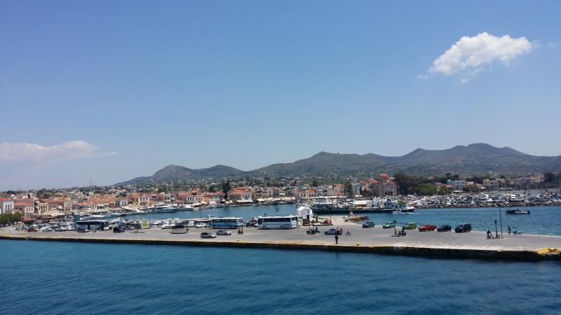 Le principal port d'Egine.