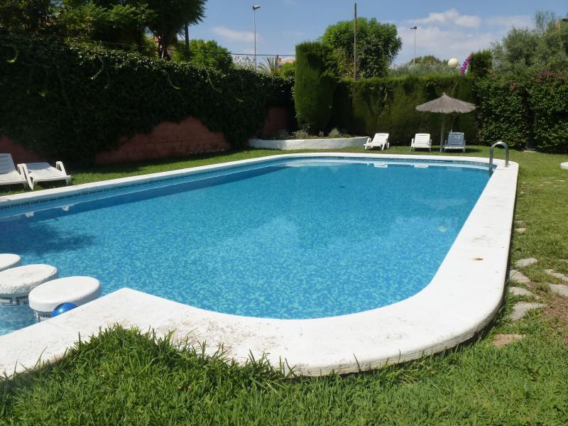 BUNGALOW 4 PLANTAS SANT JOAN D´ALACANT (08-10 PLAZAS), vacation rental in Tibi