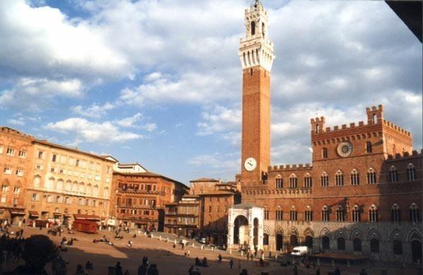 Siena just 44 Km from Villa il Castellaccio