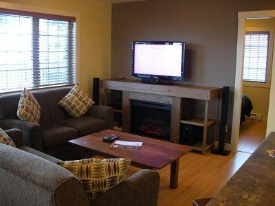WINDFALL LODGE: TV with satellite channels and electric fireplace