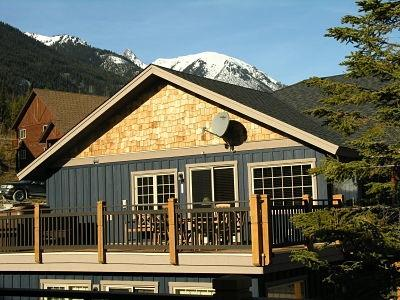 GRIZZLY HEIGHTS : Top floor Aspen condo (#50) offers the height of style and comfort with unobstructed views galore!
