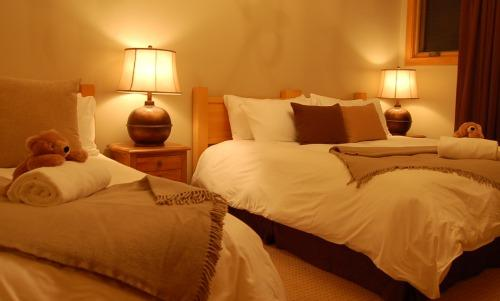 GRAND CHALET GRIZZLI : Choose from 6 beautiful bedrooms with en suite bathrooms