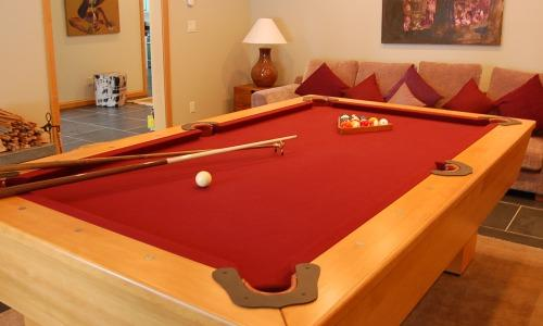 GRAND CHALET GRIZZLI  : Have fun with your friends and family sitting by the fire, playing a board game or having a pool competition