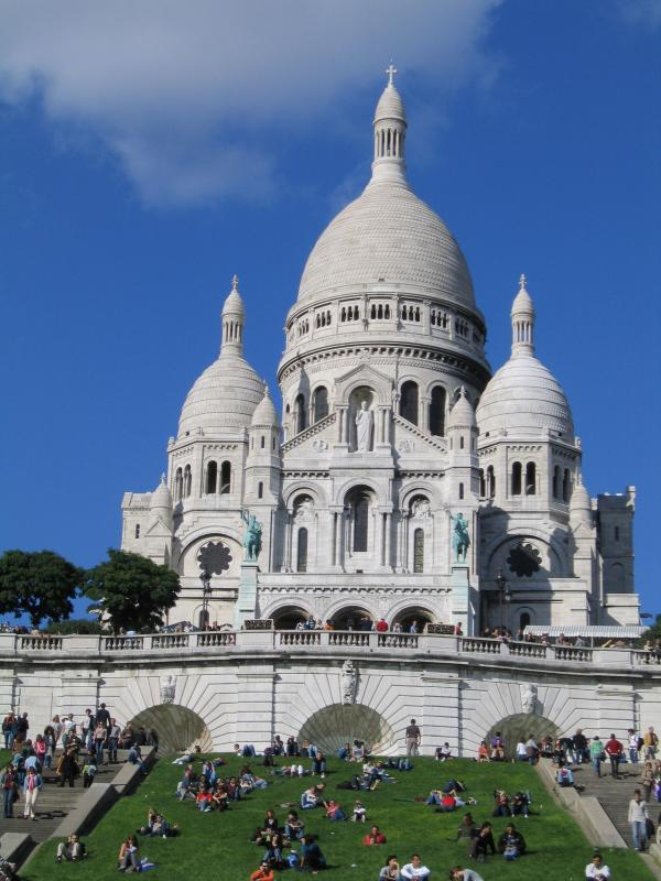 In less than a 5 minute walk, you find yourself at the foot of Sacre Coeur.