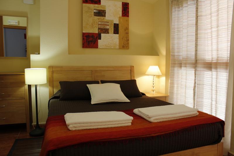 Cabeço: es la habitación con tonos madera, muy cálidos, y con las mejores vistas a la sierra.