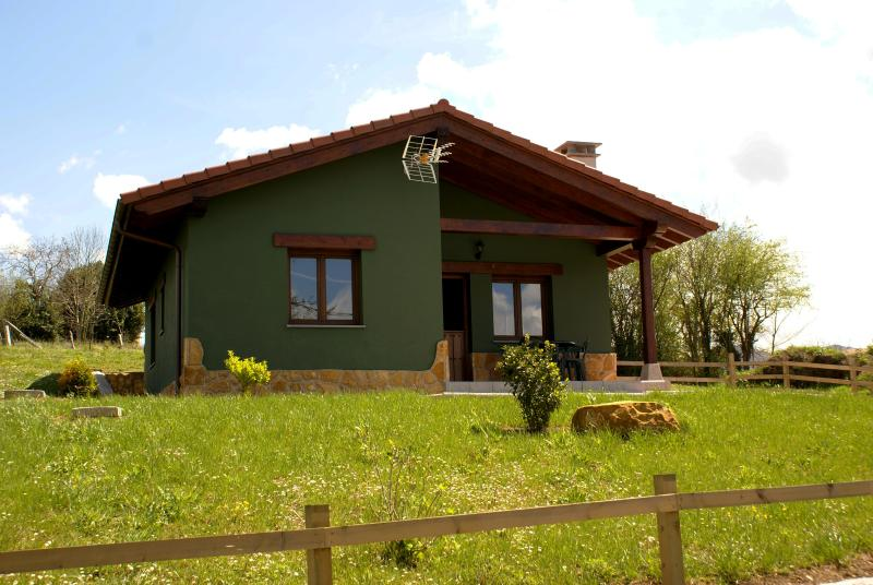 casa la huerta de castiello, holiday rental in Romillo