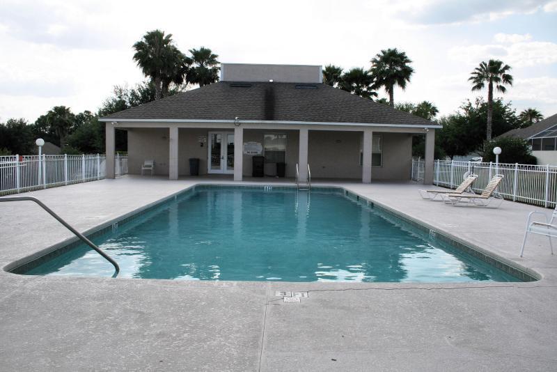 Uma das três piscinas comunitárias