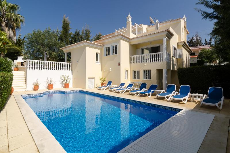 Special offers at luxury villa with private pool, bar-bq terrace, cinema & games, vakantiewoning in Carvoeiro