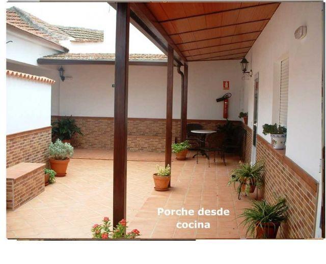 Casa Rural de 3 dormitorios en El Robledo, aluguéis de temporada em El Robledo