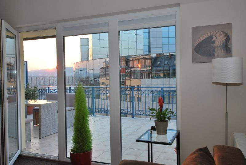 Arpad Bridge Penthouse Apartment, holiday rental in Mogyorod