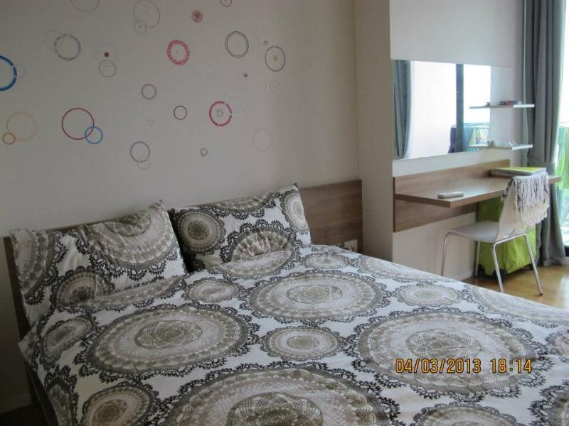 Queen size bed, ensuite, with balcony