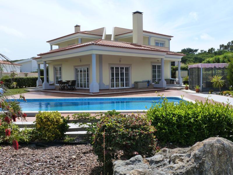 Villa Tatonka with heated swimming pool and set in beautiful gardens