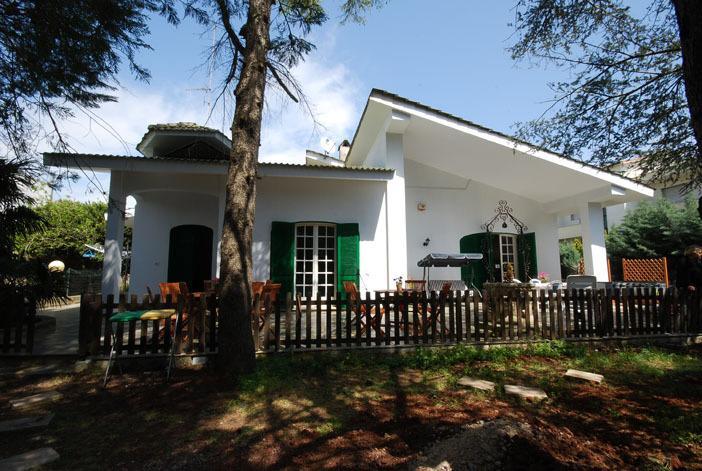 Villa Quattro Pini camera rebecca, holiday rental in Salve
