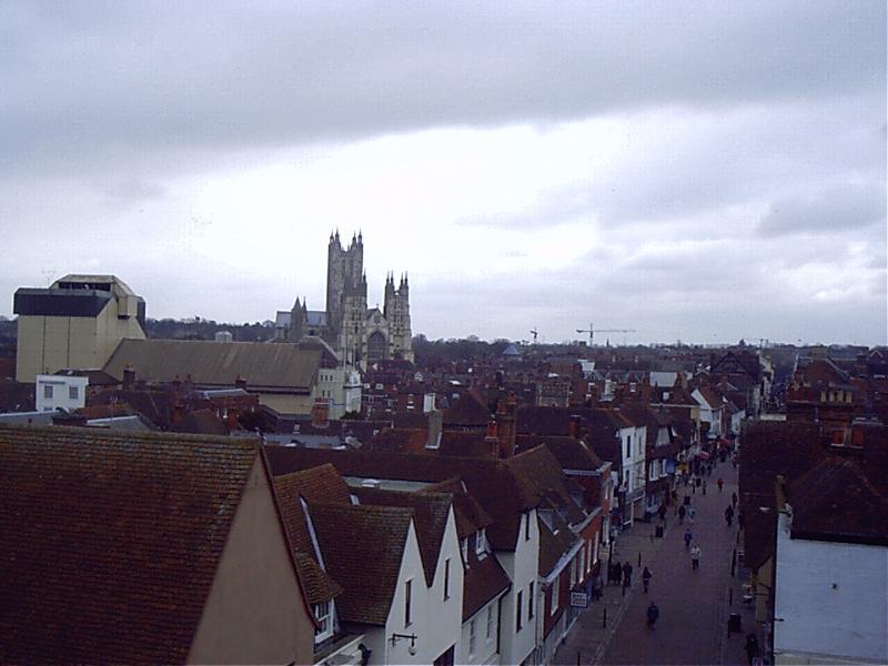 Visite a famosa cidade de Canterbury ea sua Catedral, lojas fantásticas e história.