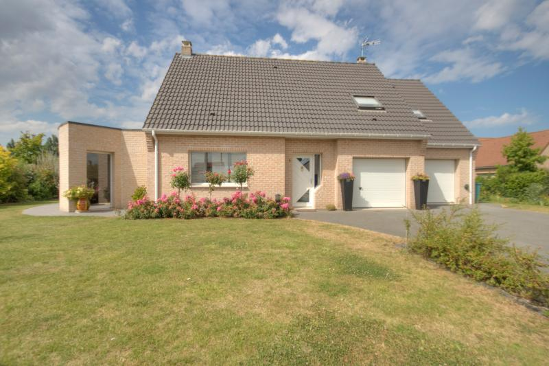 Near Bergues nice modern house, vacation rental in Nord