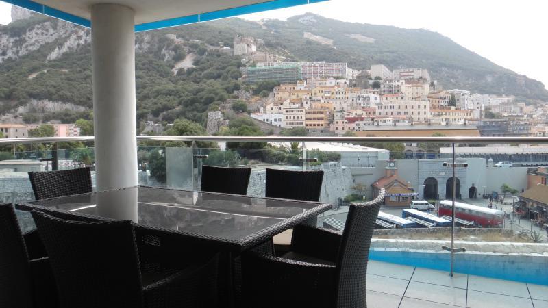 """La terraza - el lugar perfecto para cenar """"al fresco"""""""
