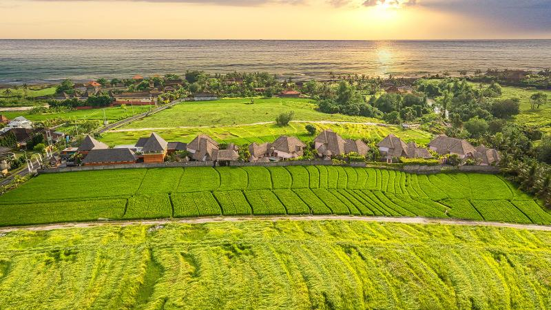 Hacienda Bali Estate. Five private villas and a courtyard restaurant and bar. 2, 3 and 4 bed villas.