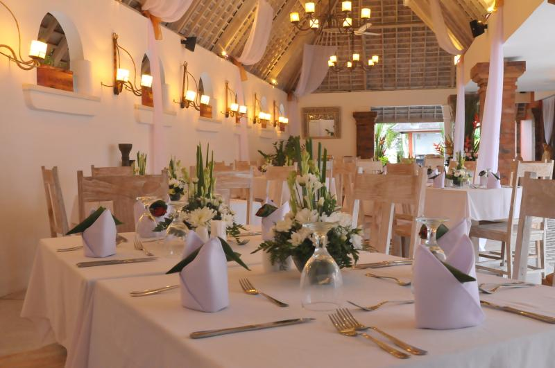 Our courtyard restaurant and bar can accommodate up to 100 guests for events.
