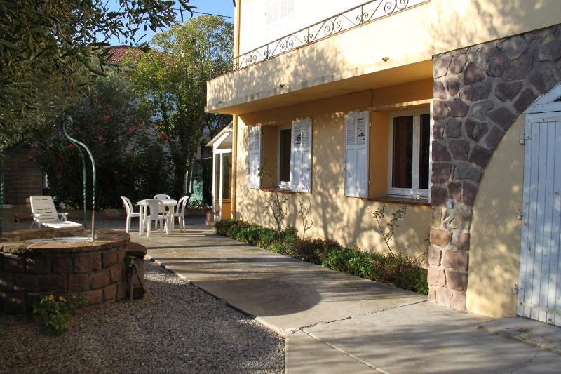 Tranquille flat in Villa, vacation rental in Fréjus