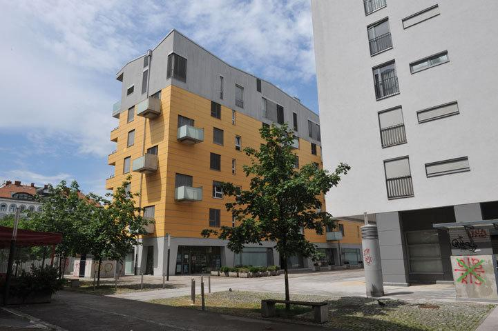 Edifício de apartamentos - vista do lado de fora