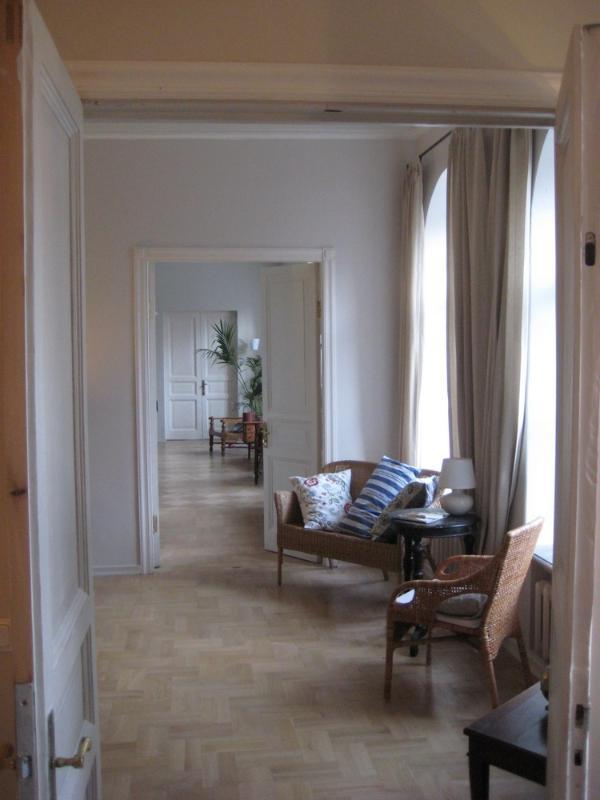 La enfilada de interconexión de las habitaciones de la parte frontal de la vivienda