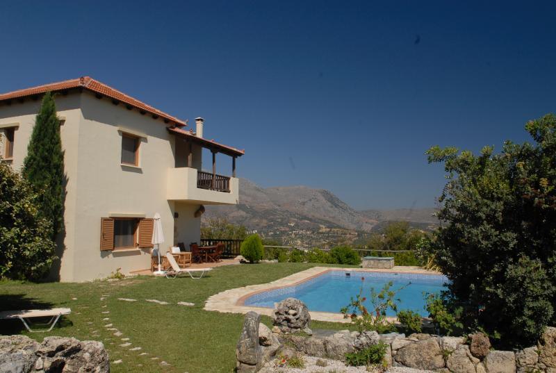 Villa Irini  -  Crete Family Villas, casa vacanza a Pendamodi