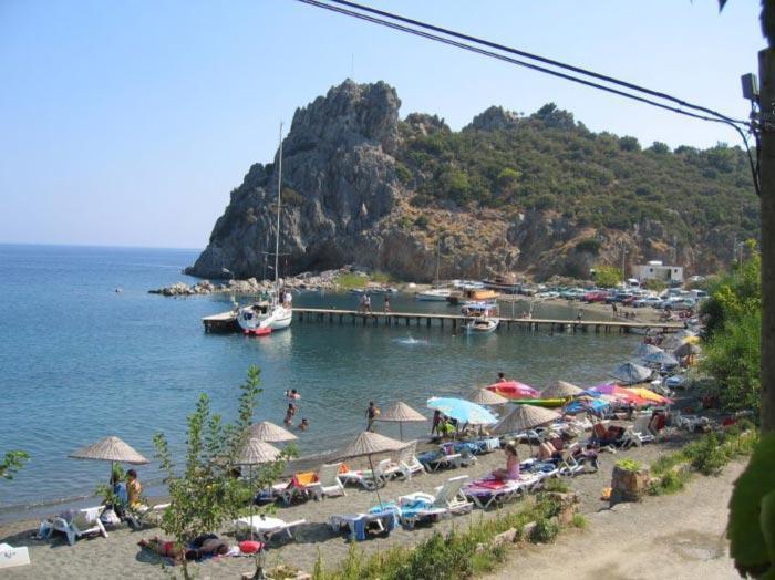 The beach nearby villaolivio
