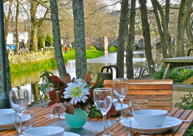 The Moorings - a luxury holiday home set on the banks of the River Fowey., holiday rental in Lanivet