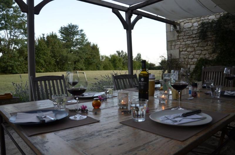 Die Gartenlaube, für das Abendessen oder eine Partie Boccia