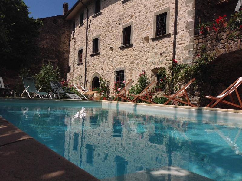 Wonderful apartments in Tuscany close to 5 Terre, holiday rental in Tavernelle