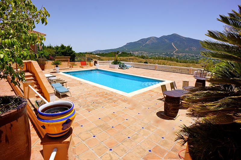 Finca los Arcos,  Spacious Villa,  Country Views,  Mountains, Alhaurin el Grande, holiday rental in Alhaurin el Grande