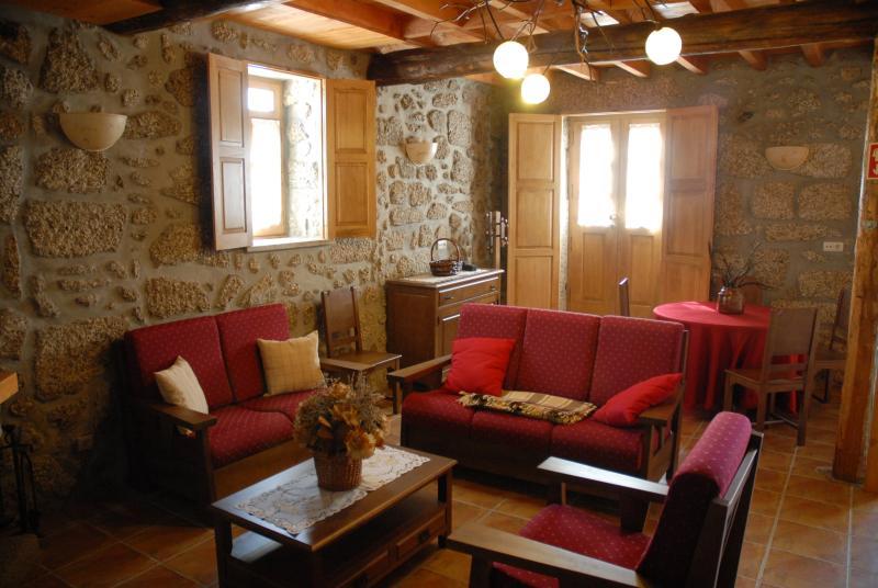 Casa da Moreia - 10+3 -Sabugueiro - Seia Serra da Estrela, holiday rental in Serra da Estrela