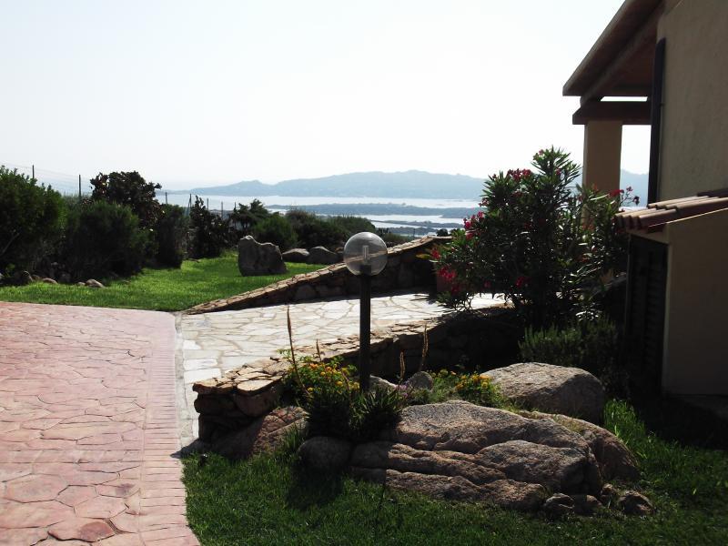panoramica dell'ingresso del B&B Villa Sprafundu particolare del grande viale
