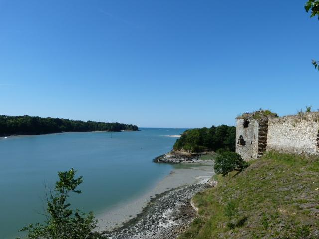 Ruined castle overlooking the river Arguenon