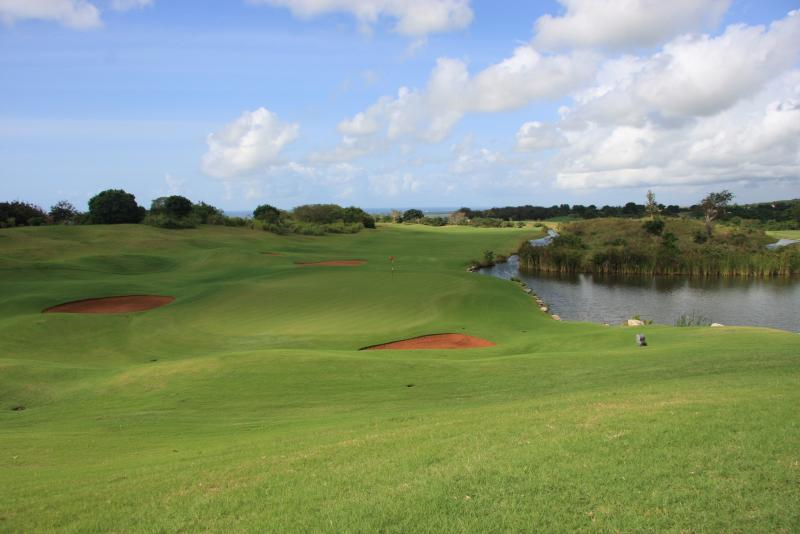 PGA Standard 18 hole golf course - Ian Woosnan Signature Course