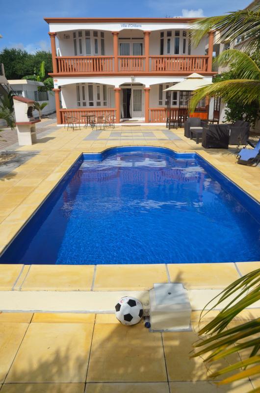 Vista da piscina e Villa