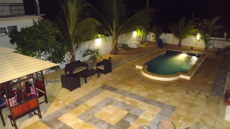 Vista da varanda durante a noite