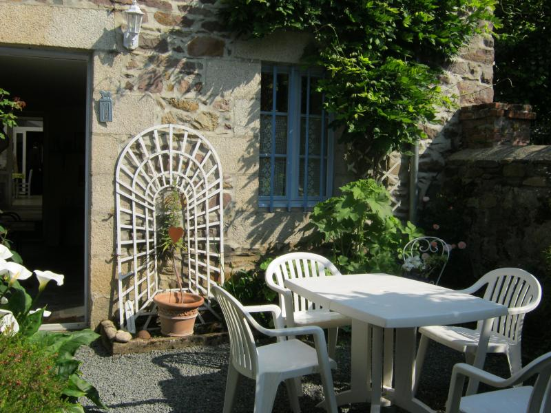 CHAMBRES D HOTES SAINT YVES, holiday rental in Pommerit-le-Vicomte