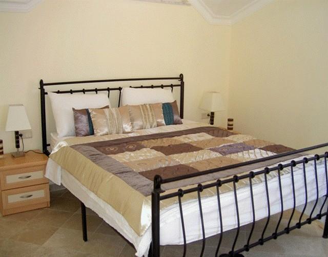 Pentsuite bedroom