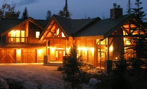 VALLEY VIEW CHALET: Spectacular, large custom home just steps from the Gondola at Kicking Horse Mountain Resort